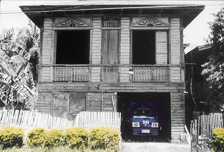 This old house the traditional filipino house what is for Typical filipino house design