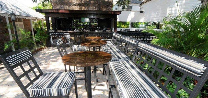 Mahogany Tree Bar Devon House