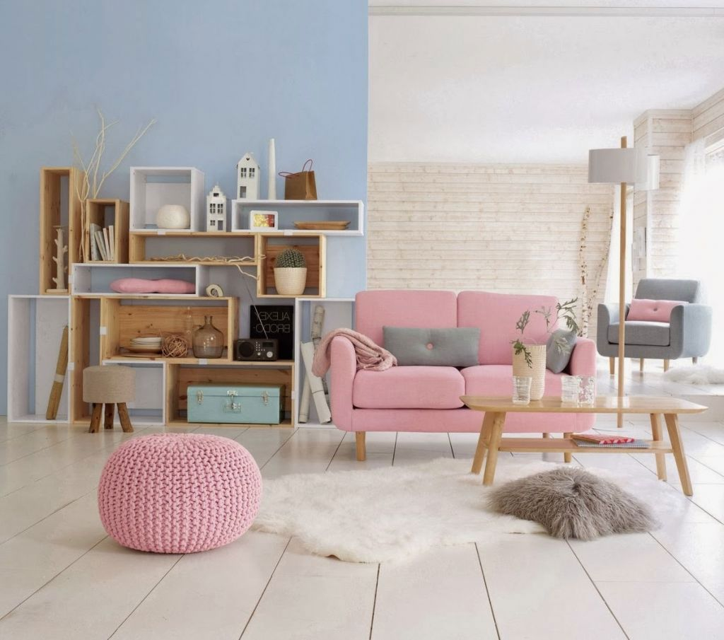 Pink couch in living room pinterest http www for Deco appartement rose