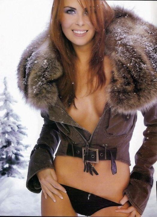 nude redhead in fur