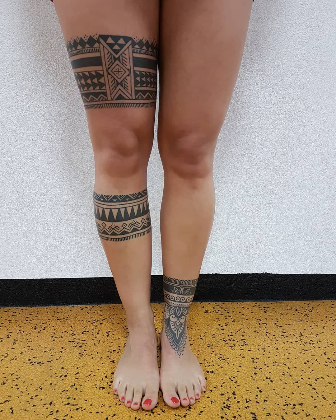 Gambar Mungkin Berisi Satu Orang Atau Lebih Dan Sepatu Polynesian Tattoos Women Leg Band Tattoos Anklet Tattoos