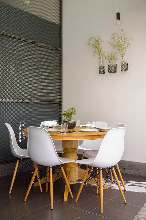 Combinar mesas de comedor clasicas con sillas de de disño mas ...