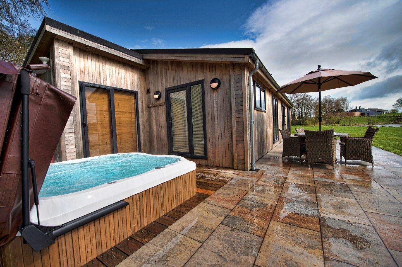 spa terrasse jardin jacuzzi spas jacuzzi en. Black Bedroom Furniture Sets. Home Design Ideas