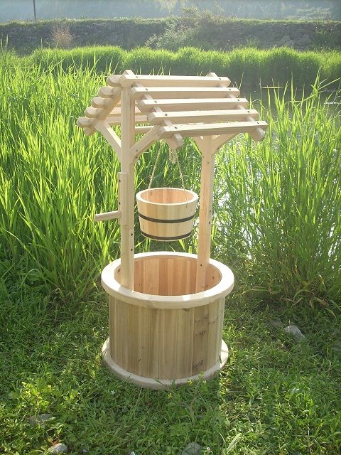 garden wishing well planters planters gardens and pallets. Black Bedroom Furniture Sets. Home Design Ideas
