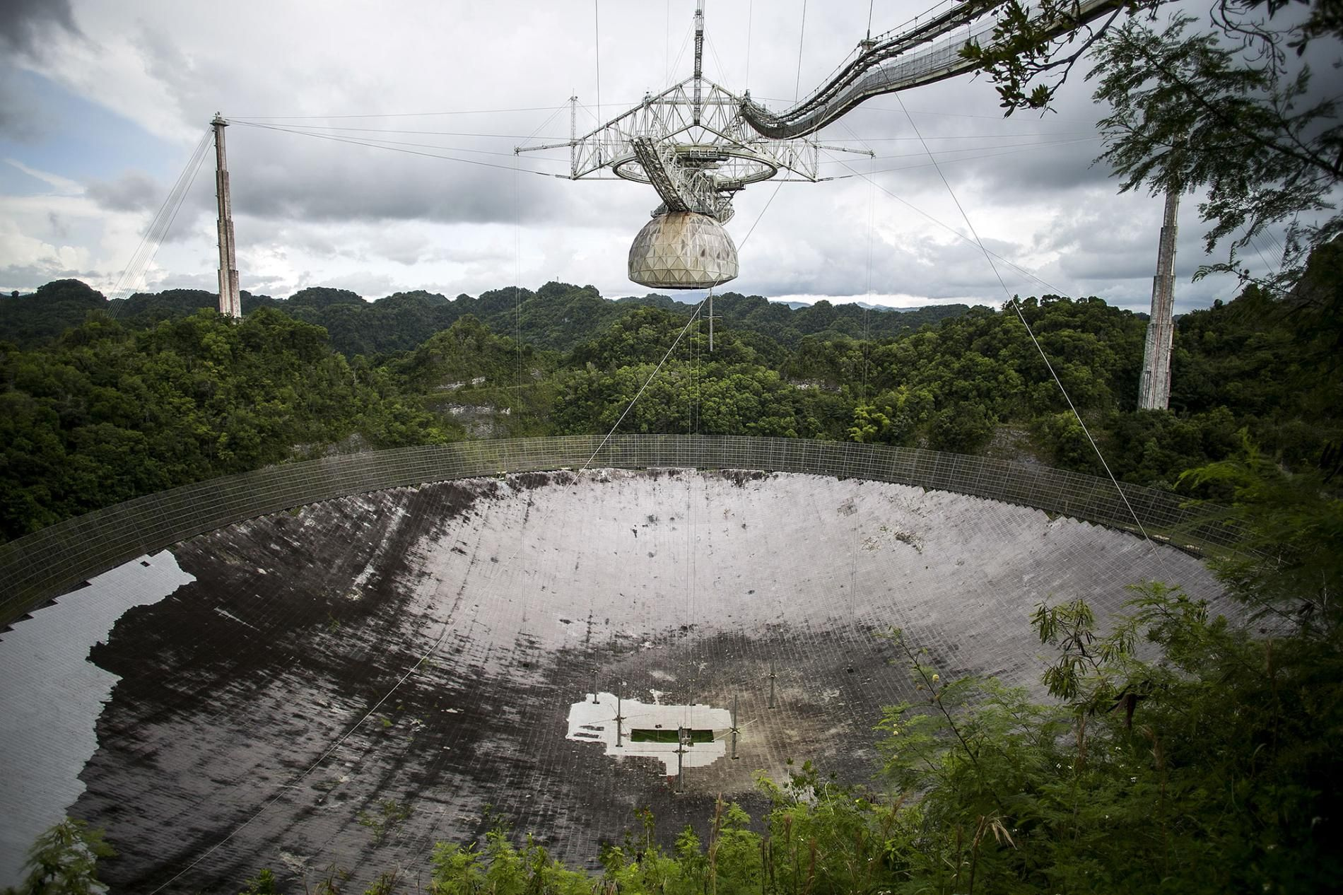 Hurricane Damages Giant Radio Telescope What You Need To Know Hurricane Damage Mysterious Radio Telescope