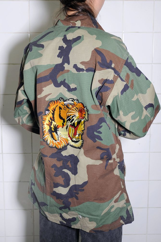 6b962a3248757 Authentic military jacket/shirt with Japanese-style tiger patch on the  back. Please write your size (XS-XL) in the