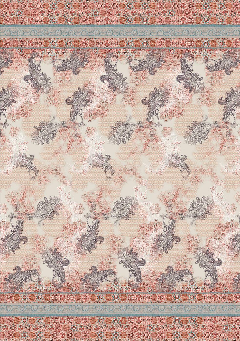 """Hinreißender Überwurf »Sciacca« der Marke Bassetti aus reiner Baumwolle. In der neuen Frühjahr-Sommer-Kollektion 2014 von """"Granfoulard"""" stoßen wir auf die üppigen, farbenfrohen Ornamente, die typisch für Keramik aus Caltagirone sind, die Formen der Voluten in der barocken Architektur Modicas und die römischen Mosaiken von Piazza Armerina. Ihre Farbvarianten – das glänzende Blau und Rot der Kera..."""