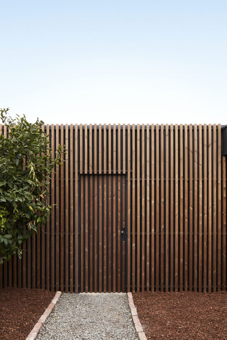 Liebenswert Zaun Design Dekoration Von Fassade Holzlatten Gartentür Kies Mulch #interior #design