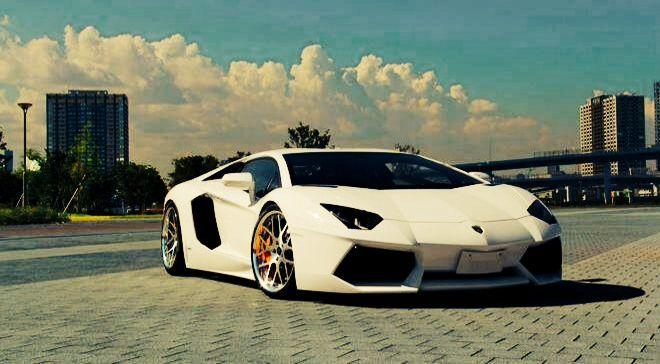 """Interesante Reflexión:   ¿Porque no hay anuncios en Televisión de Lamborghini?....  ¡""""Porque las personas que están interesadas en este tipo de Automóviles no están sentados viendo la T.V """"  El Marketing es más importante de lo que crees... Las cosas suceden por algo!!!"""