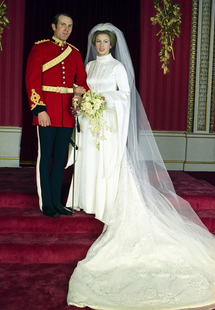 The Wedding Of Queen S Only Daughter Princess Anne Took Place Nov 1973 At Westminster Abbey Married Mark Phillips A Lieutenant In