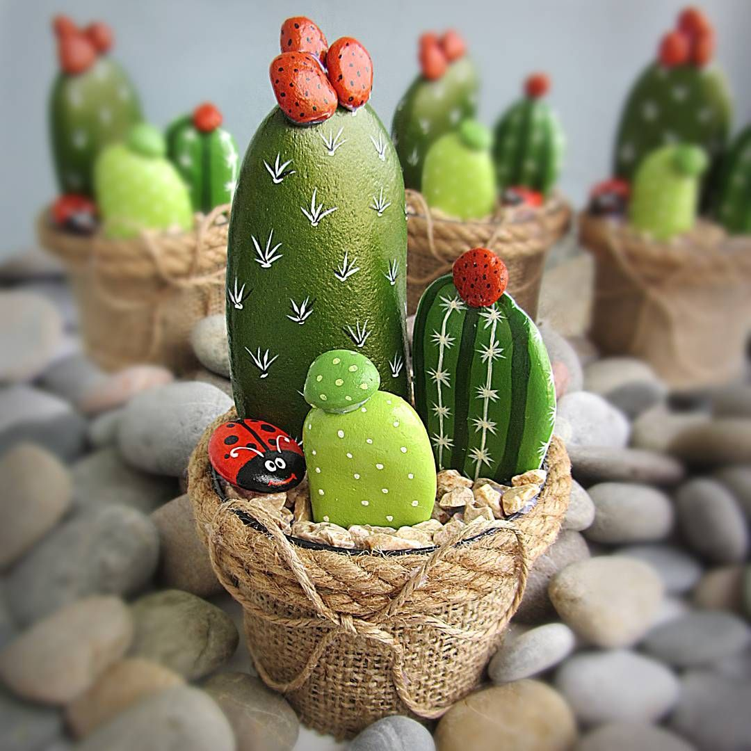 Painted rock painted stone stone painting rock painting for Decoration jardin cactus