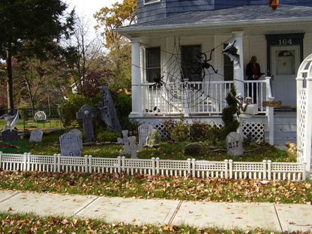 30 Awesome DIY Halloween Decor Ideas You Can Try This Year - halloween decorations haunted house