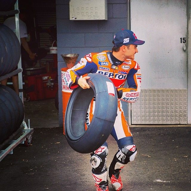@26_danipedrosa didn't have too much trouble to pick his favourite tyre! #Padgram