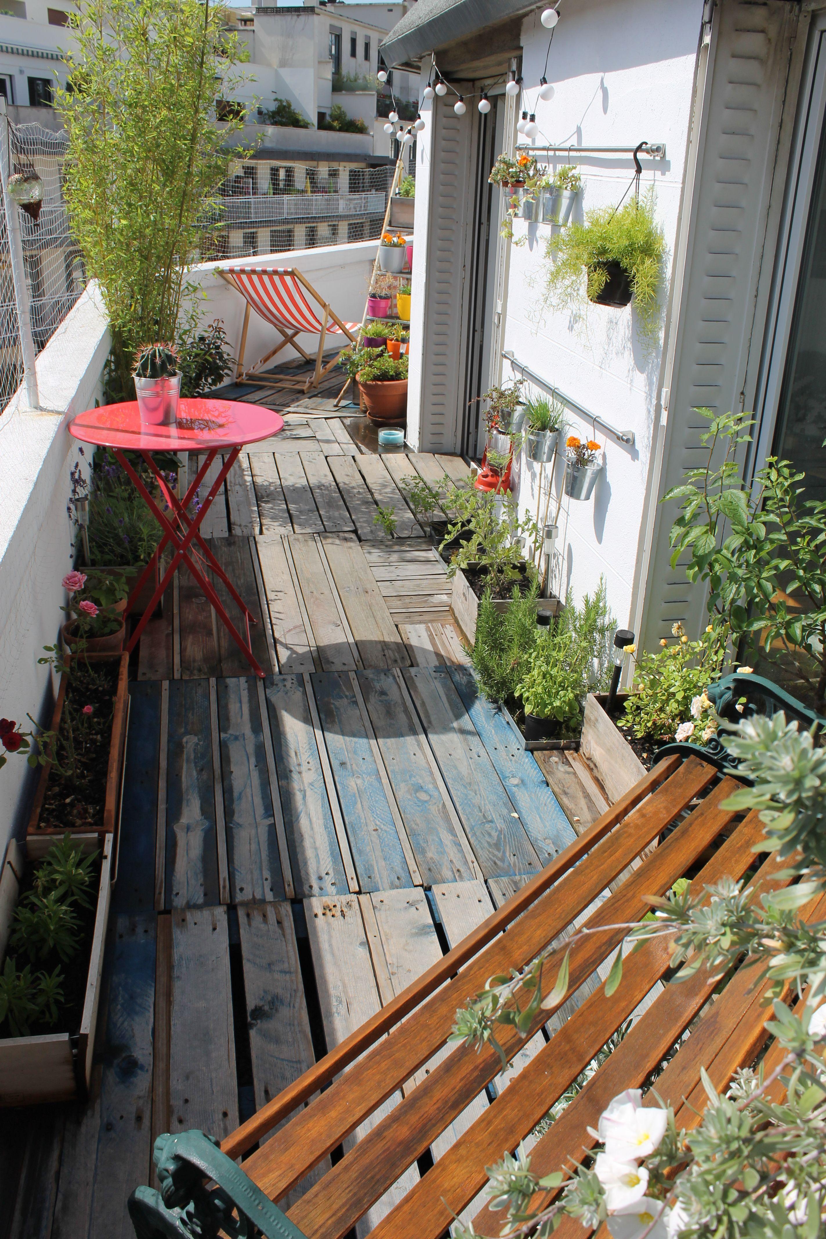 Aménager Son Balcon Avec Des Palettes diy : réaliser une terrasse avec des palettes | rise and