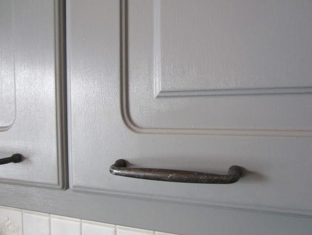 Tee-se-itse-naisen sisustusblogi: Kitchen Cabinet Doors Updated with V33 Renovation Paint