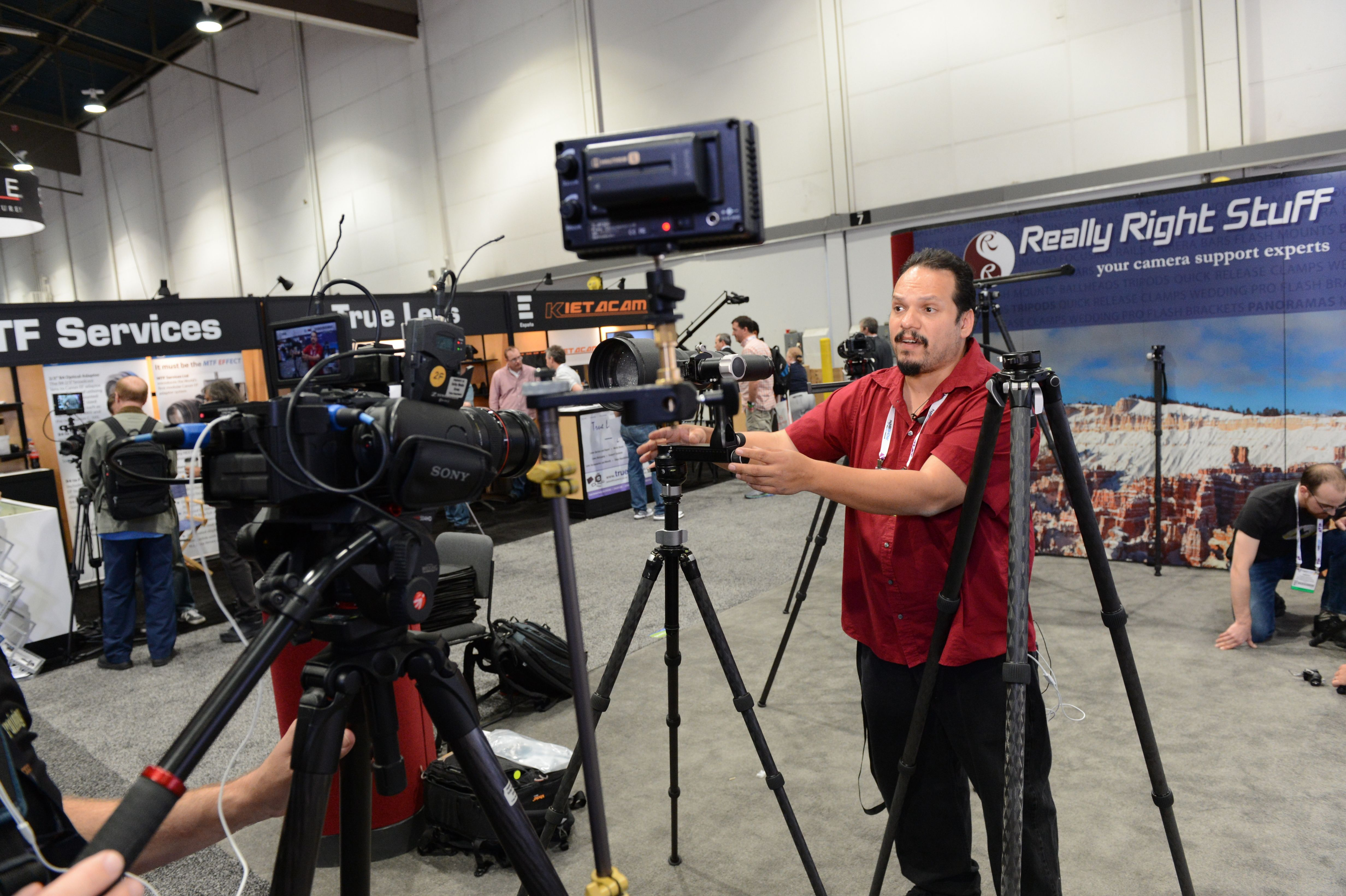 Demo of the New VG-02 Video Gimbal Head from Really Right Stuff #NAB2013 #NABShow
