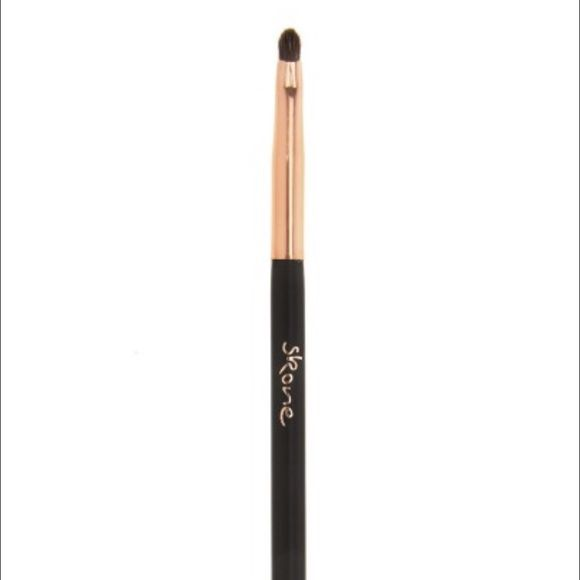Skone Cosmetics Smudger Brush New. Never used. 100% authentic Skone Cosmetics Smudger brush. Skone Makeup Brushes & Tools