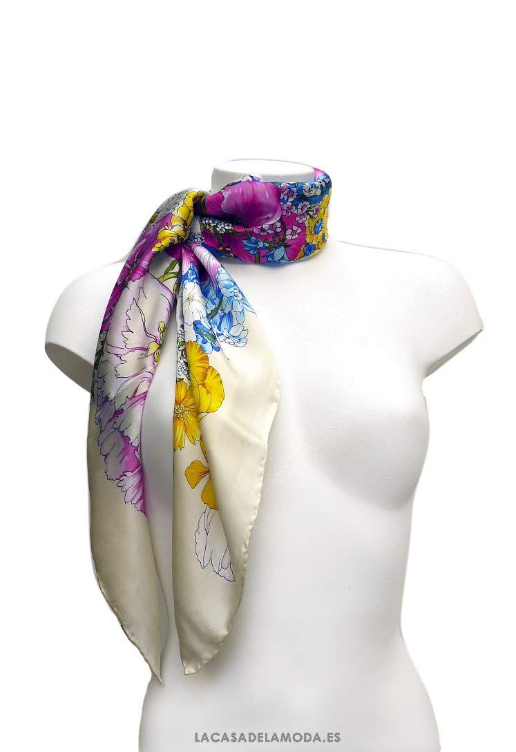 3924485e0 Pañuelo al cuello mujer de seda con flores silvestres. Cuadrado de seda para  el cuello