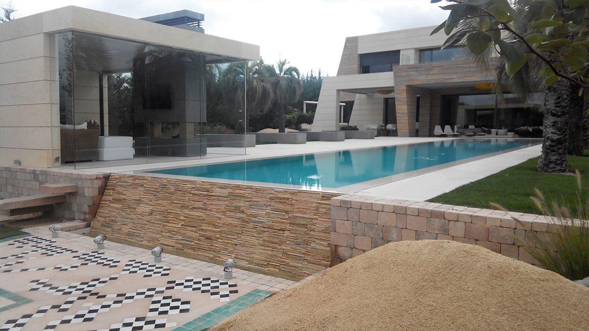 Tipos de piscinas desbordantes hidalgo y recio piscinas for Piscina infinita construccion