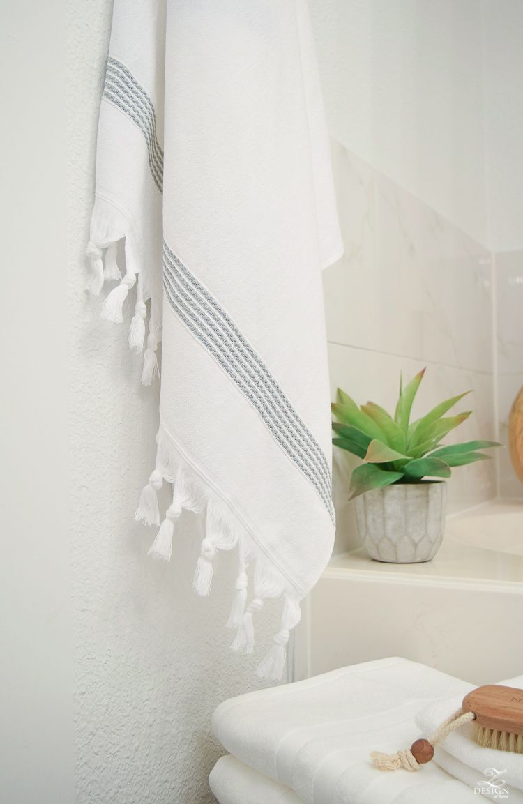 The Best Way To Fold A Bath Towel The Softest Hotel Bath Towels