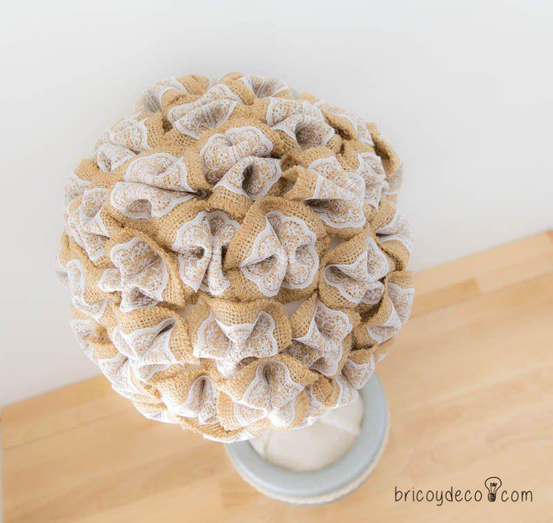como hacer un topiario con flores de tela arpillera