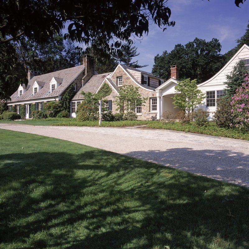 Woodbridge Home Exteriors: Huestis Tucker Architects, LLC