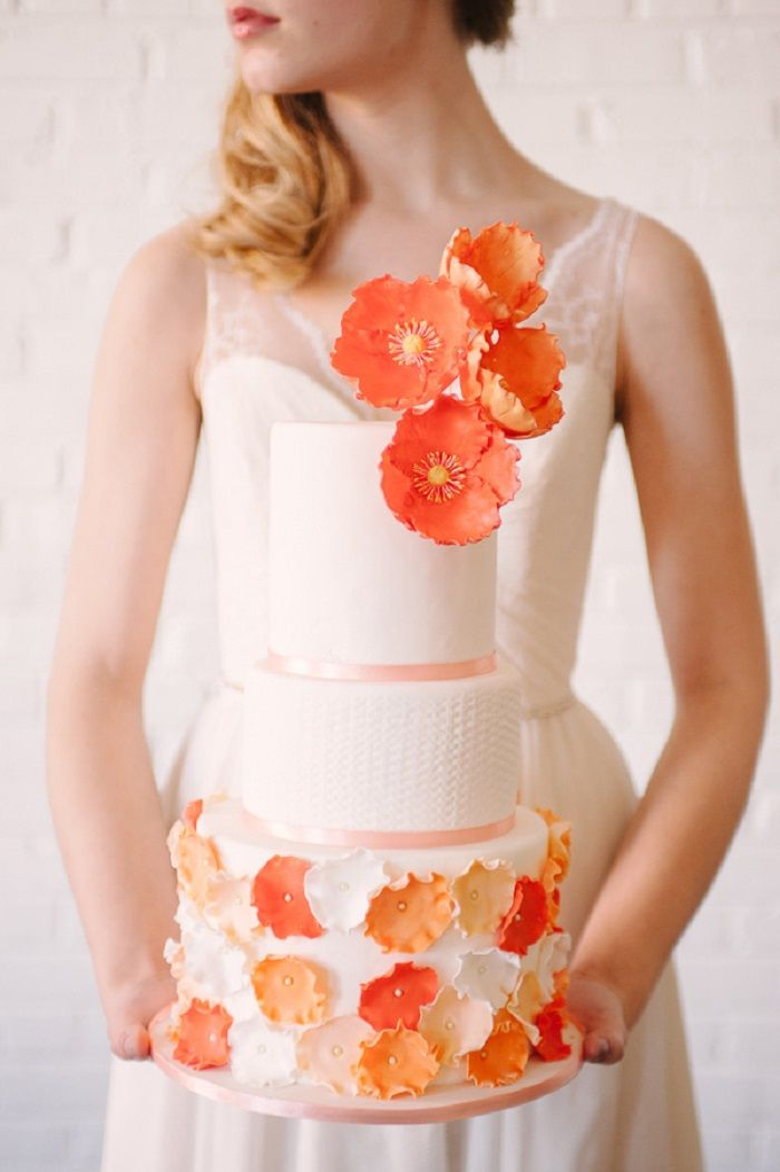 Pantone Flame wedding - orange wedding cake #pantone #wedding #weddingcake #pantoneflame