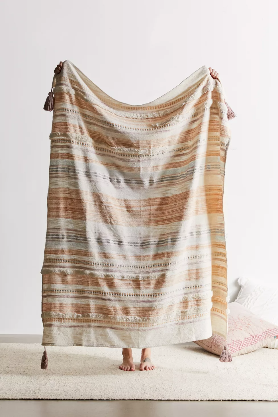 Vakker Throw Blanket Urban Outfitters Canada In 2020 Woven Throw Blanket Throw Blanket Boho Throw Blanket