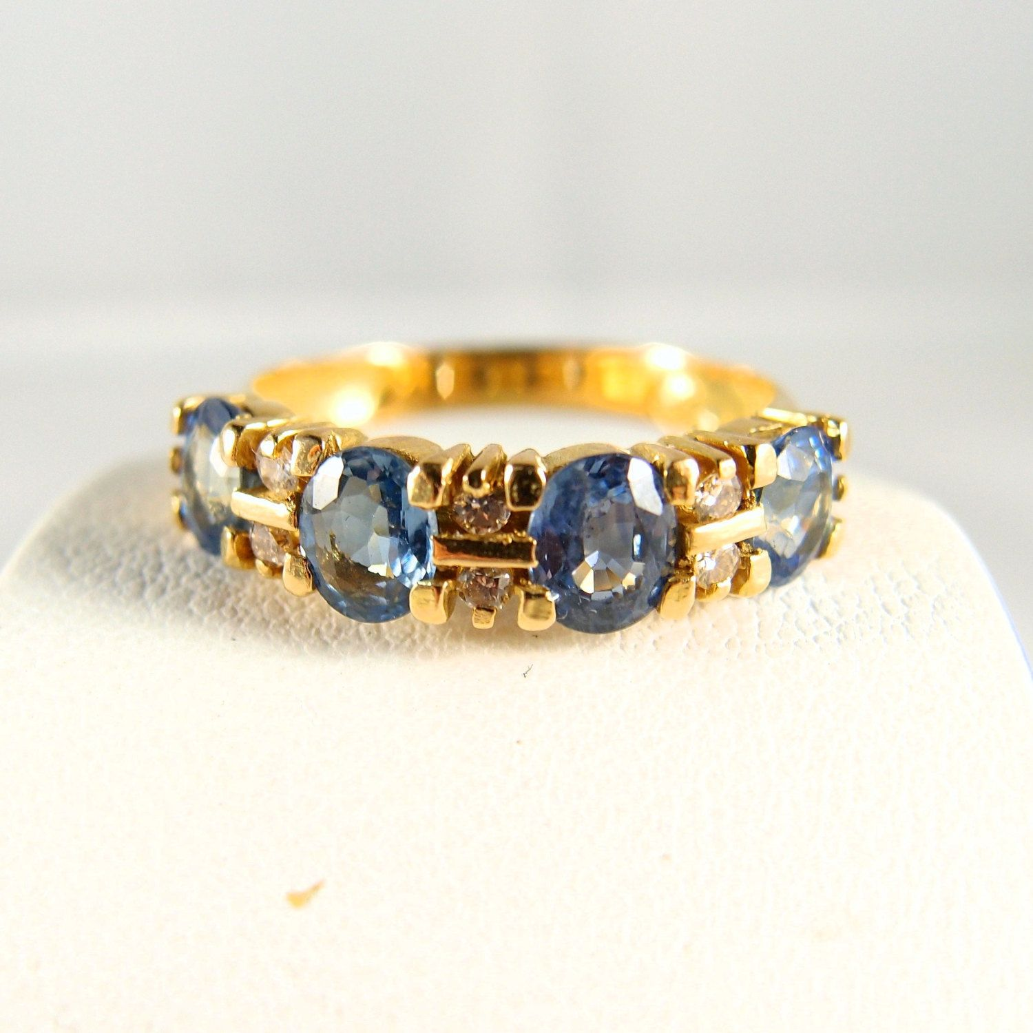 Superb solid gold ring with gorgeous sapphires Stamped 18K French