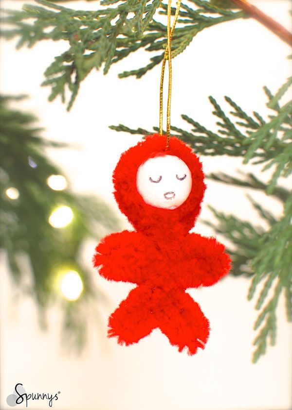 A cute Christmas ornament idea: a little furry eskimo hanging from the Christmas tree. Adorable! Materials: one stem of plush pipe cleaner and one small spun cotton ball.