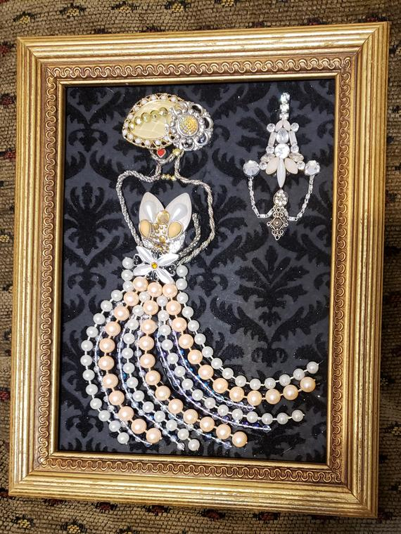 This Beautiful 5 X 7 Gold Framed Jewelry Wall Art Of The Lady Was Created From Broken Jewelry Pieces Includ Old Jewelry Crafts Vintage Jewelry Art Jewelry Wall