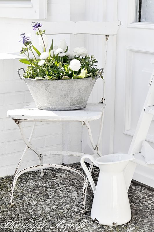 I love love this chair. The paint color is perfect. #porchpaintideas