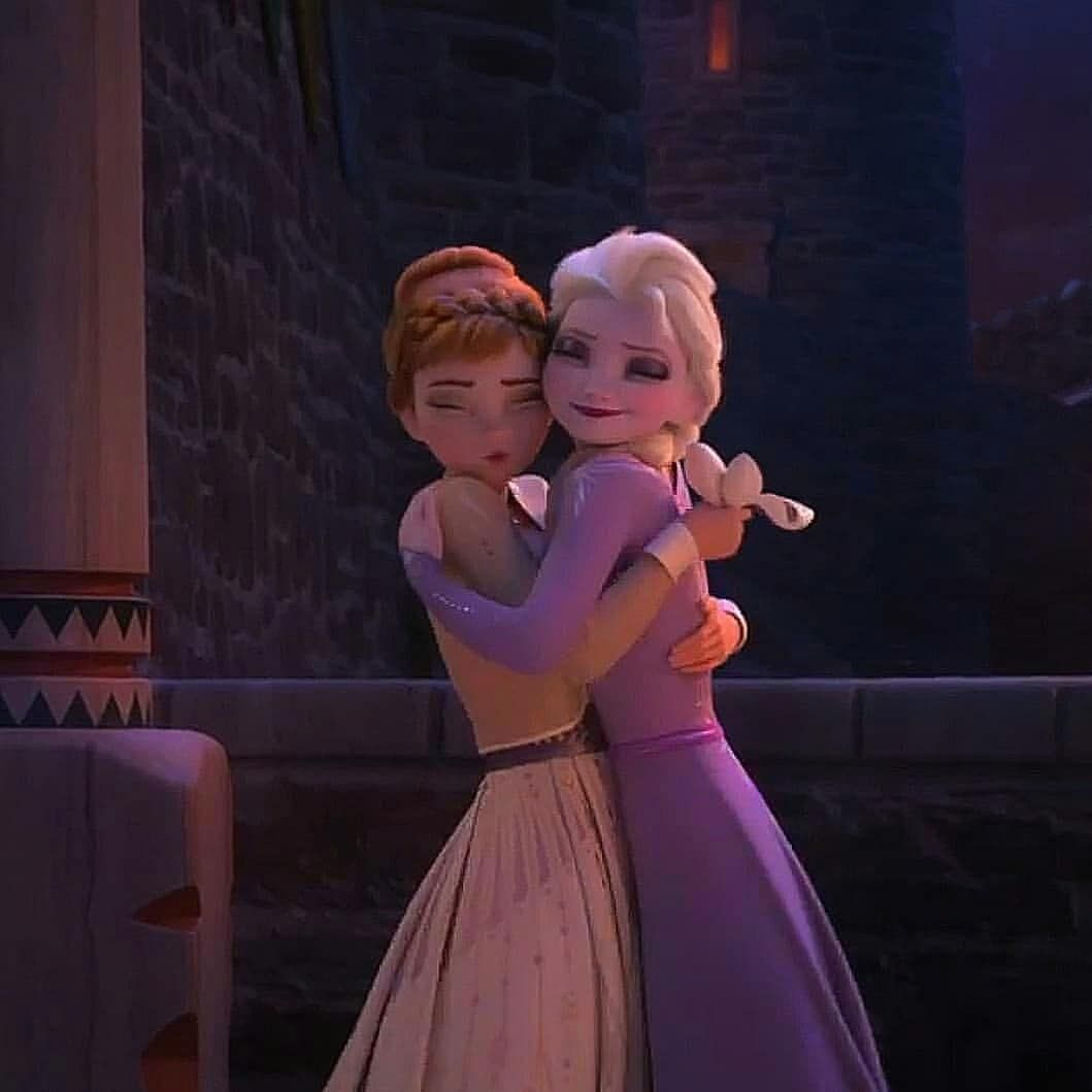 When You Have A Hug You Are Never Cold What Do You Think Fr When You Have In 2020 Disney Princess Frozen Disney Frozen Elsa Disney Princess Wallpaper