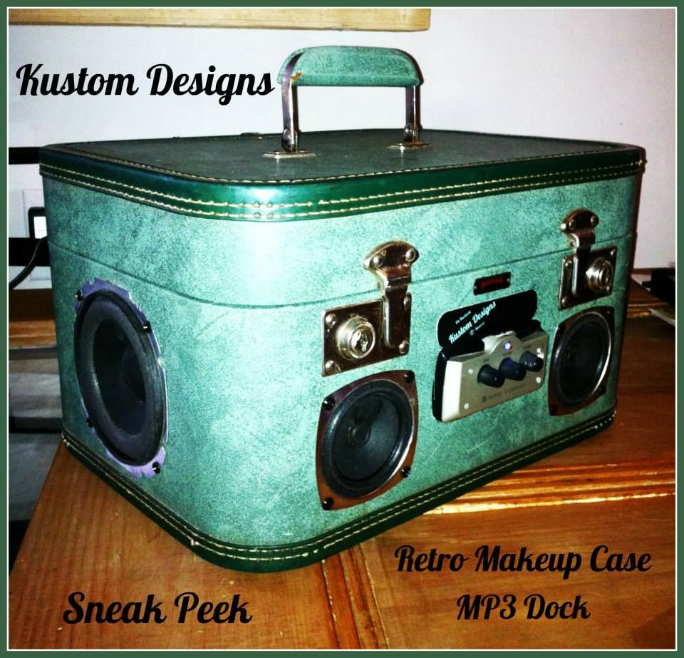 Vintage Retro ladies travel case converted into a portable Mp3, ipod, iphone etc etc, player!