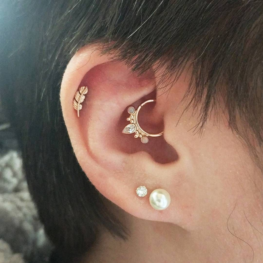 20 gorgeous examples of the daith piercing that will make you want one asap ear piercings. Black Bedroom Furniture Sets. Home Design Ideas