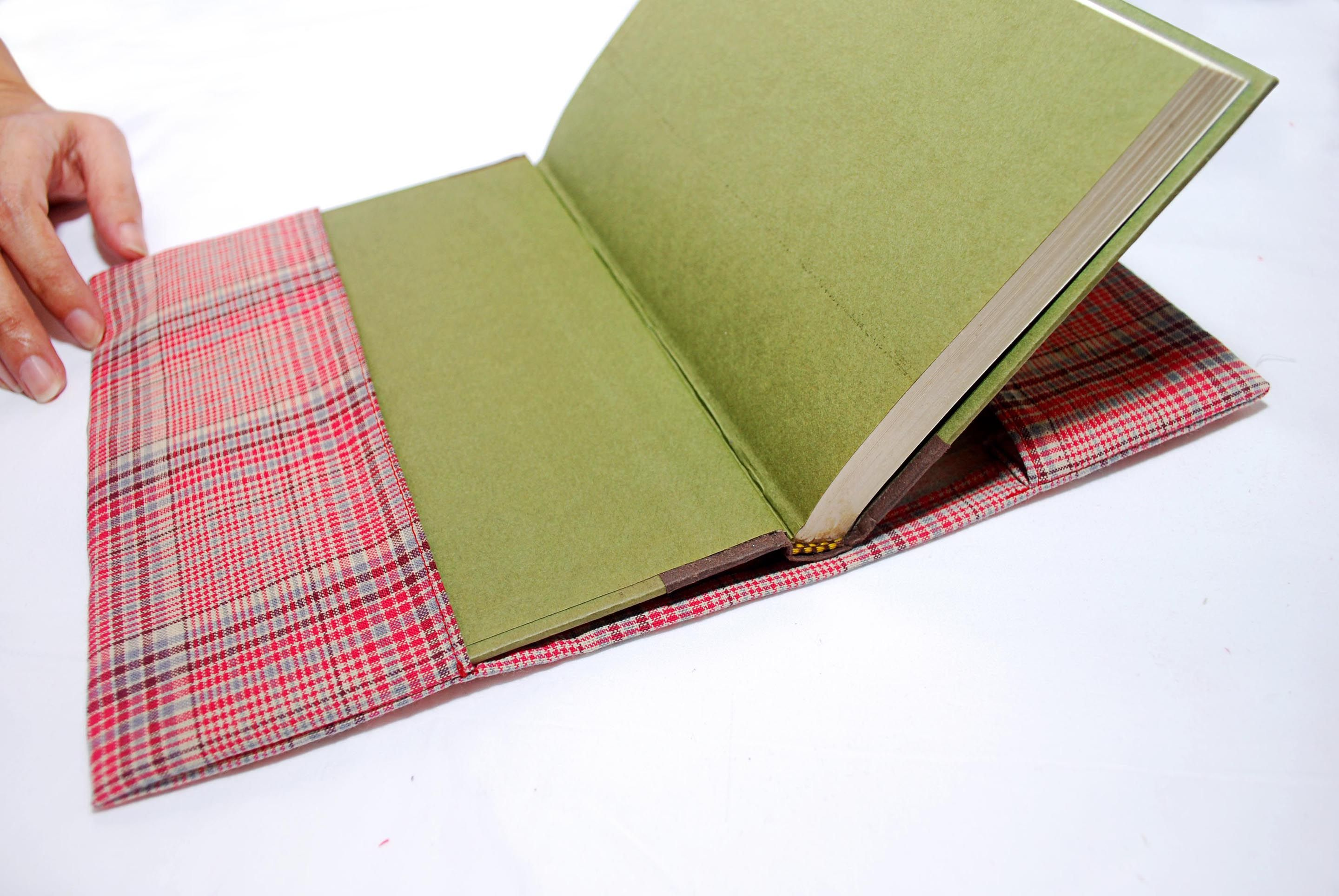 Sew a Fabric Book Cover Fabric book covers, Book quilt
