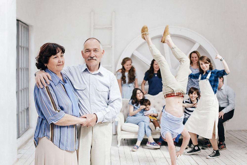 Большая счастливая семья | Фото большой семьи, Наряды для ...