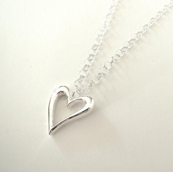 c6c4767c Åpent sølvhjerte, sandstøpt (925). Et litt stort hjerte, sølvet er massivt