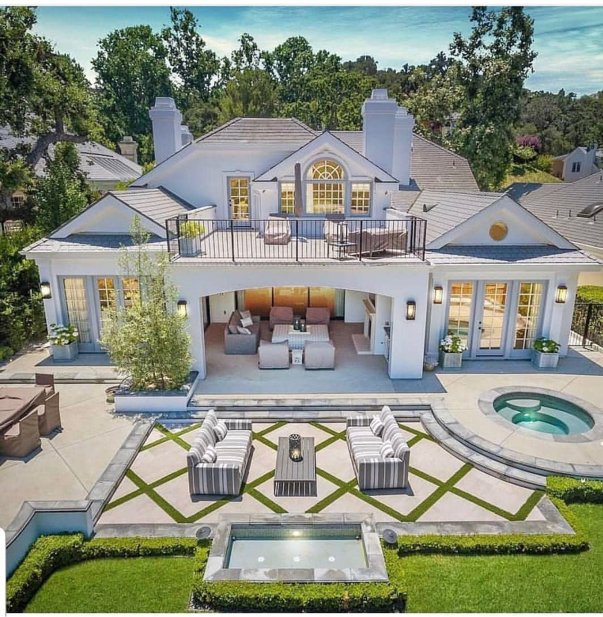 Pin By Glammdoll On Dream Home Luxury Homes Dream Houses House Designs Exterior House Exterior