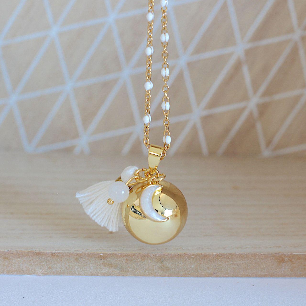 Mère De Perles Blanc Avec Trèfle Blanc et plaqué or 18k sur Stainless Steal
