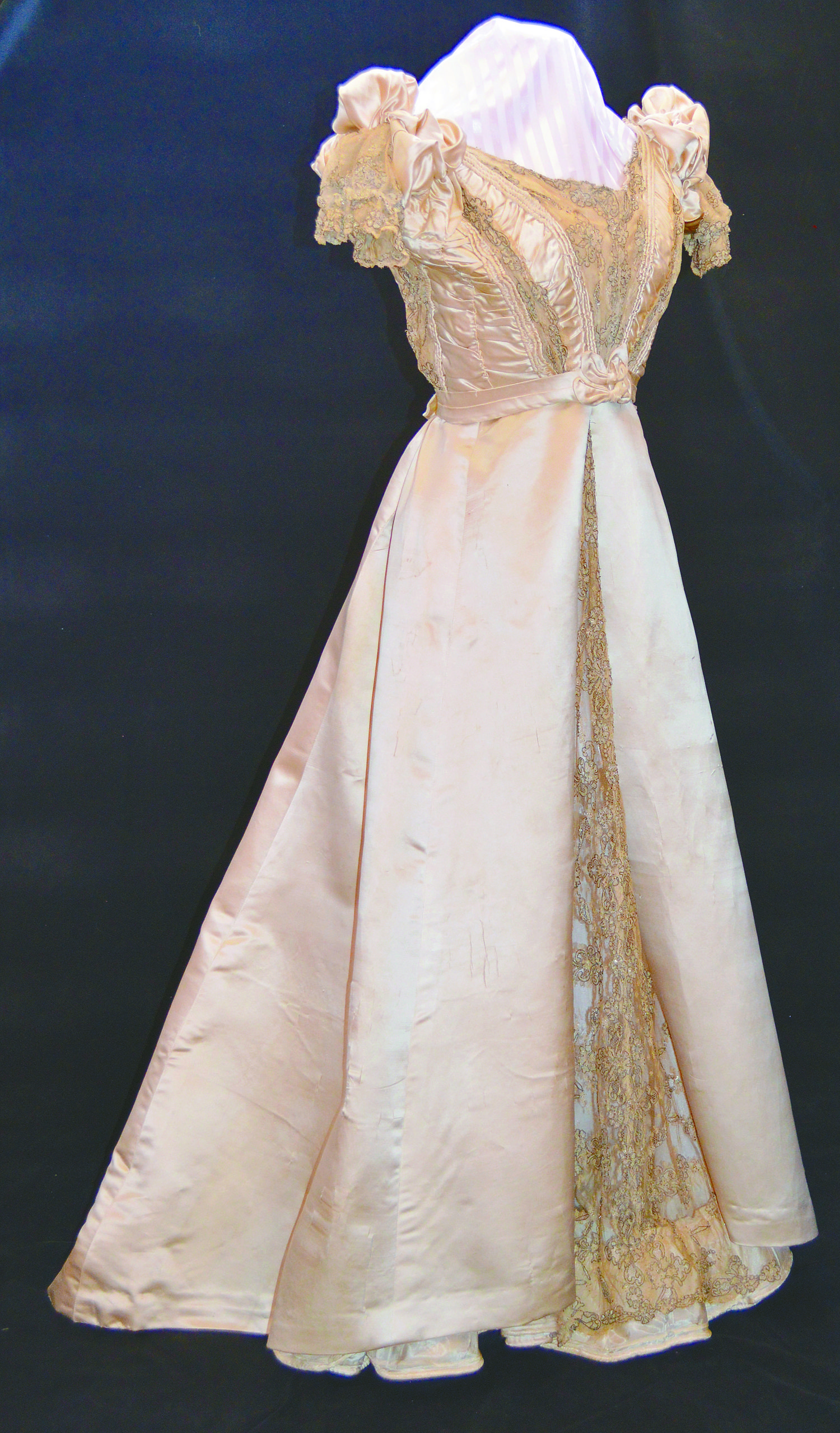 1700 English Wedding Dresses