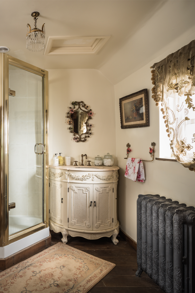Colonne Salle De Bain Ibiza But ~ This Idyllic Chocolate Box Cottage Couldn T Be More Charming