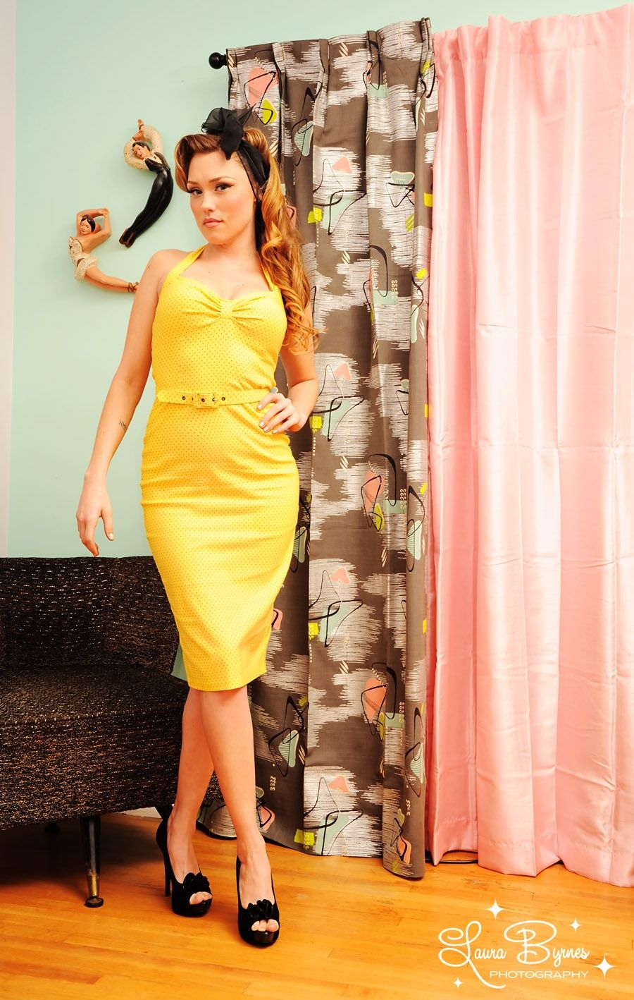 Dames dress in yellow bengaline with black pin dots pinup girl