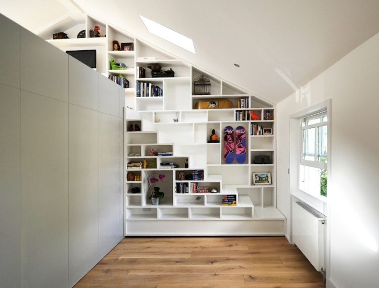 Regal Für Dachschräge -Weiss-Wandregal-Bibliothek-Holzboden