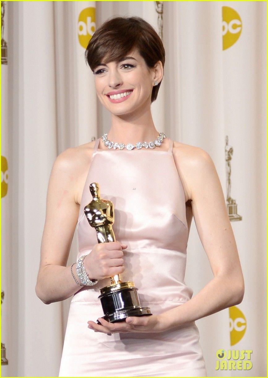Anna Hathaway winning award