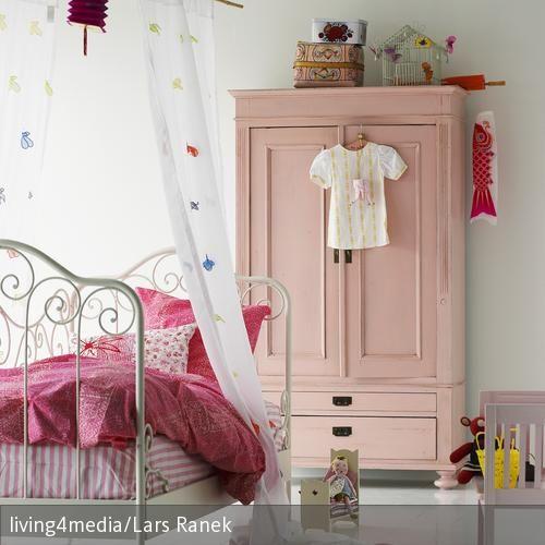 Pin von eva gubik auf rooms interior kinderzimmer for Kinderbett streichen