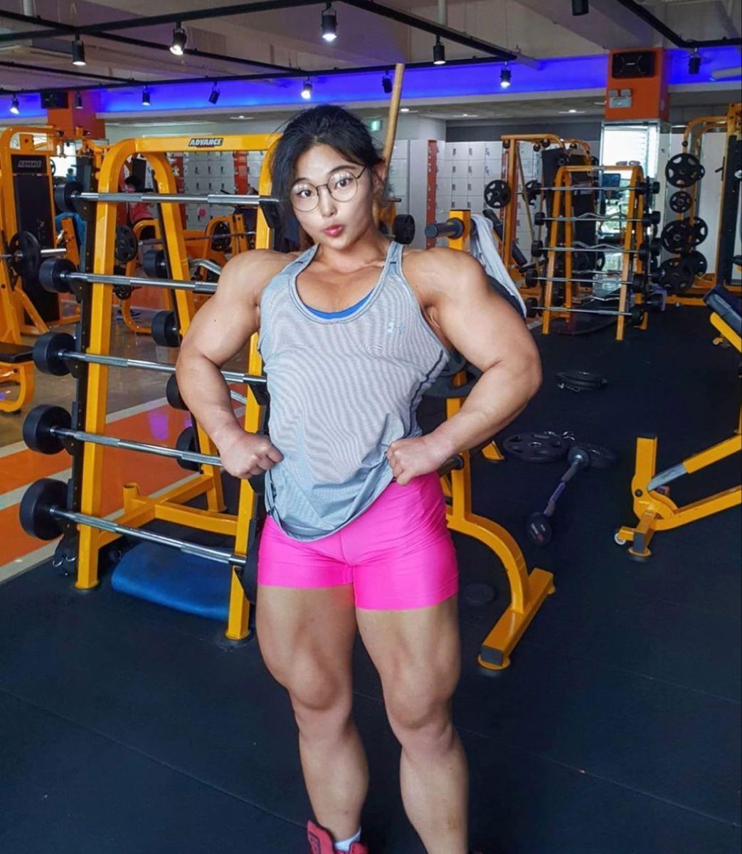 Pin By Calvis Shade On Femalebodybuilding Muscle Women Body Building Women Sports Women
