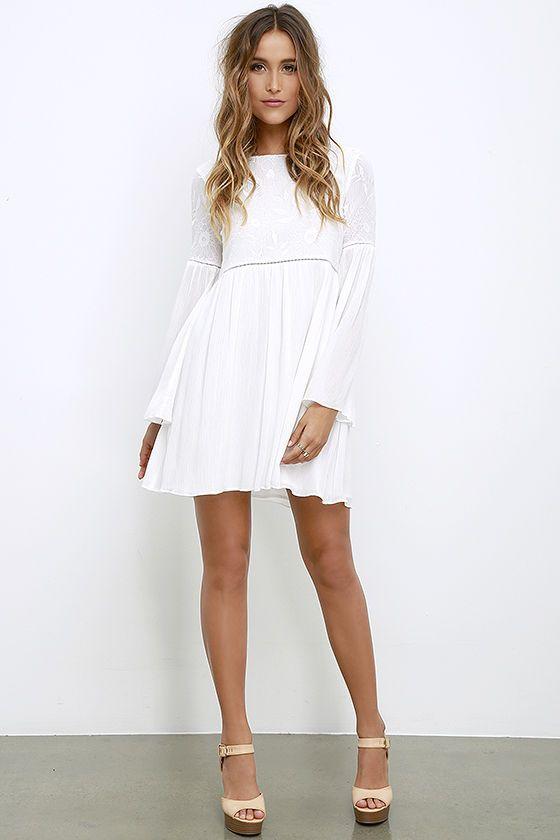 Short White Boho Dress With Sleeves