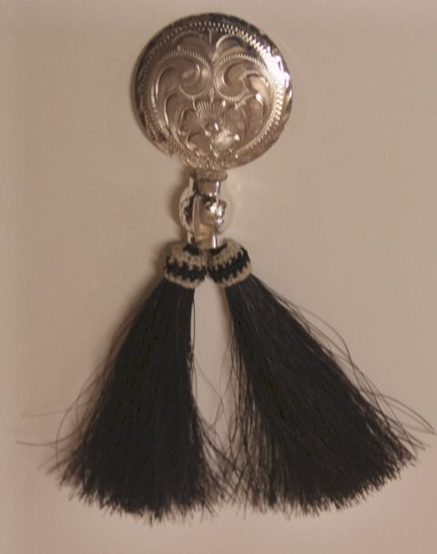 Kauluskoru - Collarbuckle with horsehair tassels