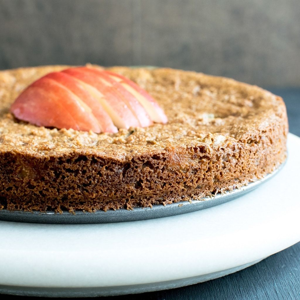 This Easy Paleo Pan Seared Vegan Apple Almond Cake No Oil Is A Soft Moist And Melt In Mouth Treat Its Almond Cakes Apple And Almond Cake Vegan Apple Cake